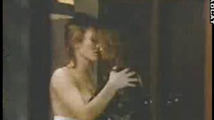 Lesbiennes salopes se lechent en cuisine