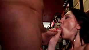 Brooke, une petite pute en rut se fait baiser sauvagement