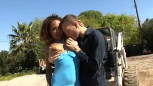 Brooklyn Carter baise avec un inconnu sur sa térrasse