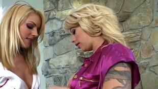Gouinage hot de Brooke Haven et d'une amie lesbienne