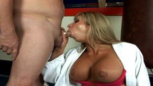 Morghan tringlée par un bon baiseur après une pipe
