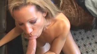 Rachelle se tape un inconnu rencontré à la supérette