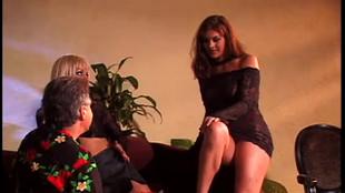 Lesbiennes se rasent la chatte et se lechent le fion