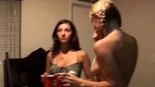 Voyeur la soiree etudiante derape en orgie